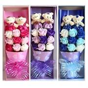 Букет с мыльными розами и мишками в подарочной упаковке и пакете